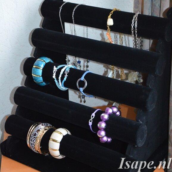 Heel veel armbanden...